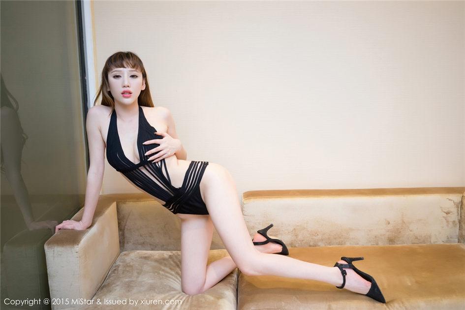 日本c字裤内衣秀写真图片