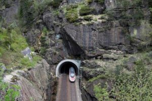 世界十大奇特隧道伦敦泰晤士河隧道上榜,第一在瑞士